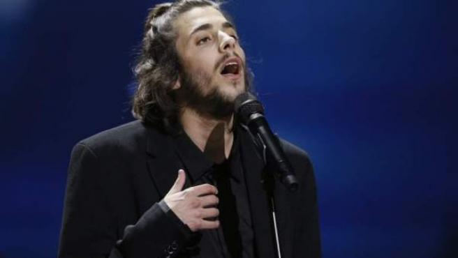 El cantante portugués Salvador Sobral, actuando en Eurovisión.