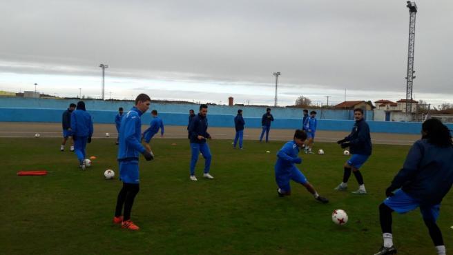 Varios jugadores de la Arandina, en un entrenamiento.