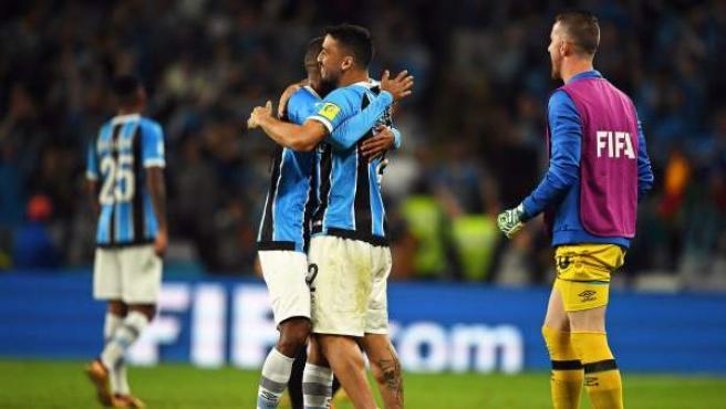 Los jugadores del Gremio de Porto Alegre celebran su victoria por 1-0.