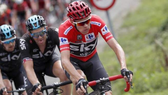 Chris Froome durante la etapa de la Vuelta en Los Machucos.