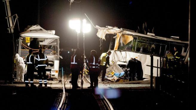 Imagen de un autobús escolar accidentado en Millas, en el sureste de Francia, en el que han fallecido 4 niños y otros 11 menores han resultado heridos tras chocar con un tren.