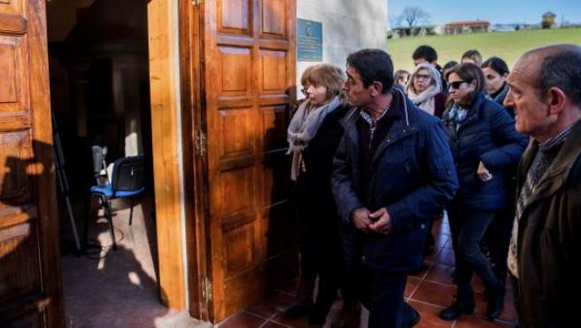 Más de un centenar de amigos y vecinos de Ana Enjamio, la joven ingeniera asesinada el pasado año en Vigo cuando volvía de una cena de empresa, se han reunido hoy en su aldea natal del municipio coruñés de Boqueixón para homenajear su memoria cuando se cumple un año de tan triste muerte.