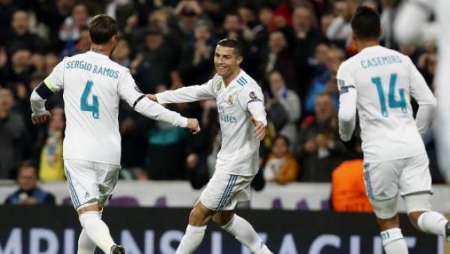 Cristiano Ronaldo celebra su gol al Borussia Dortmund junto a Sergio Ramos y Casemiro.