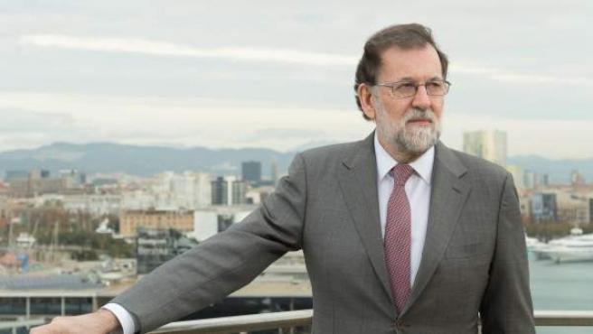 El presidente del Gobierno y del PP, Mariano Rajoy, fotografiado en el Puerto de Barcelona.