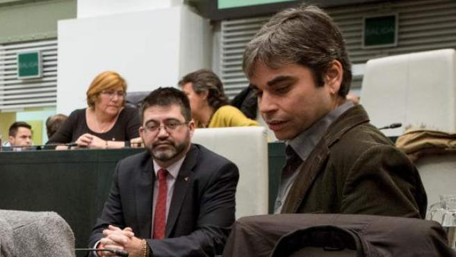 El concejal Jorge García Castaño y el cesado Carlos Sánchez Mato, en el pleno municipal.