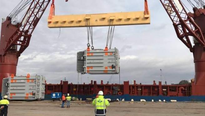 Embarque de transformador en el Puerto de Sevilla.