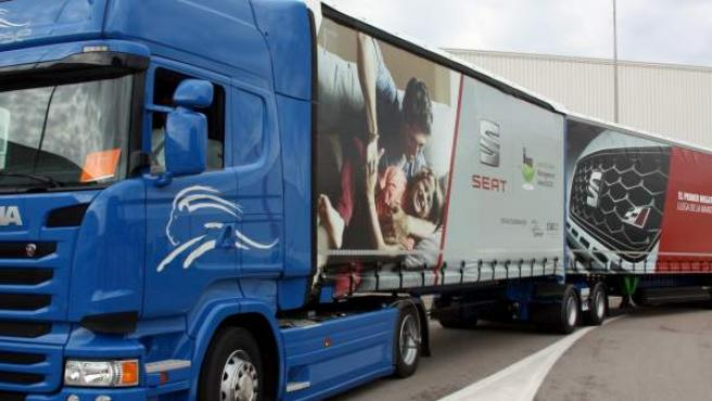 Imagen del Megatruck llegando a la factoría de Seat en Martorell.