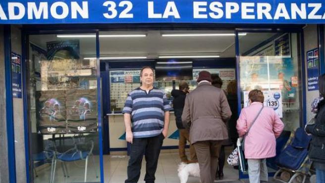 Agustín, propietario de la Administración en la que el año pasado tocó el Gordo de la Lotería de Navidad.