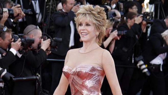 La actriz estadounidense Jane Fonda posa a su llegada a la proyección de la película Moonrise Kingdom, de Wes Anderson, durante la ceremonia de inauguración de la 65 edición del Festival de Cannes, Francia.