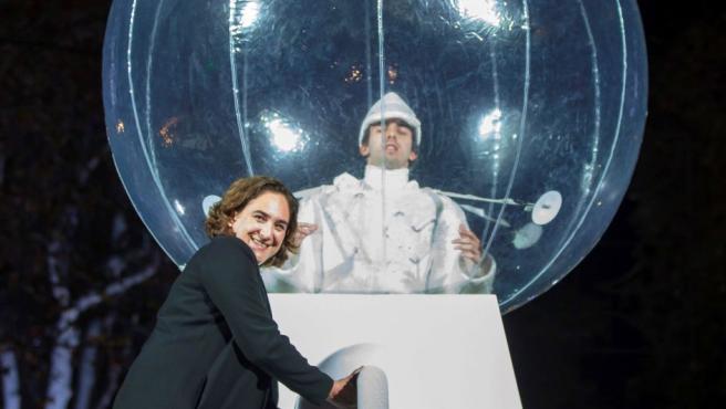 La alcaldesa de Barcelona Ada Colau participa en el encendido de las luces de Navidad en la Ciudad Condal.