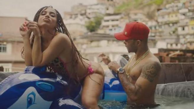 Imagen del videoclip de 'Vai malandra', el último éxito de la cantante brasileña Anitta.