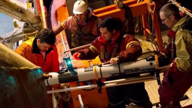 Técnicos de la Marina de Estados Unidos colaboran en las labores de búsqueda del submarino de la Armada argentina ARA San Juan, desaparecido en el Atlántico.