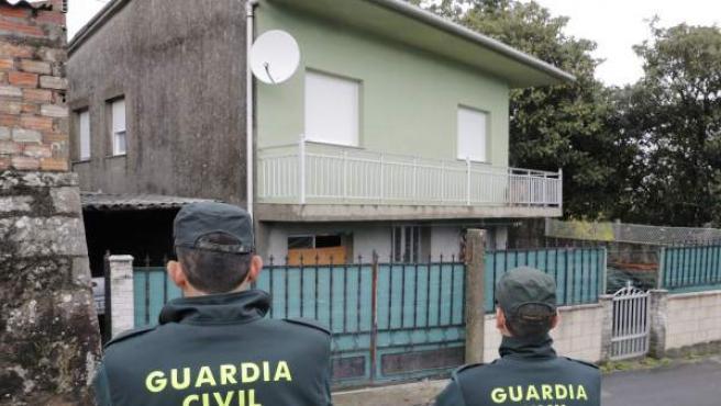 Agentes de la Guardia Civil registran en Rianxo (A Coruña) la vivienda del hombre que ha sido detenido por un intento de secuestro y agresión sexual en la localidad de Boiro hace unos días y que figura en la lista de sospechosos de la desaparición de Diana Quer.