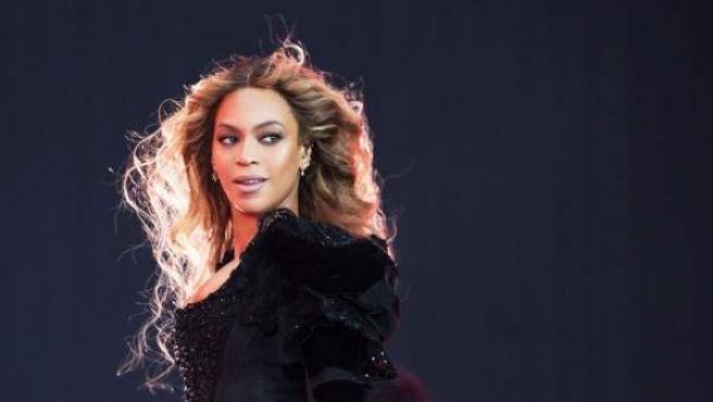 Antes de formar parte de las Destiny's Child, la cantante estadounidense trabajó en un salón de belleza... ¡barriendo los pelos de las clientas!