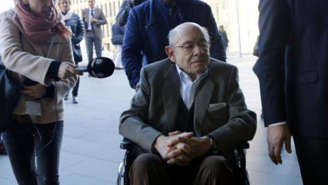 Imagen de Fèlix Millet entrando con silla de ruedas en la Ciutat de la Justicia