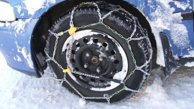 En invierno es recomendable llevar un juego de cadenas para nieve en el coche.