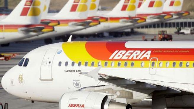 Avión de Iberia en el aeropuerto de Barajas.