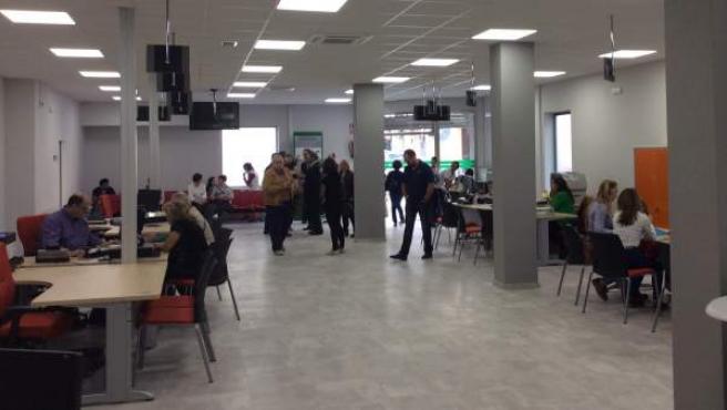 Trabajadores de la Junta en una oficina del Servicio Andaluz de Empleo (SAE).