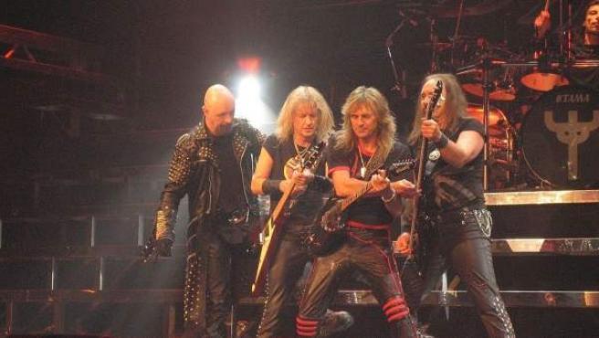 La banda británica Judas Priest, durante un concierto en Moline, Illinois (EE UU), en 2005.