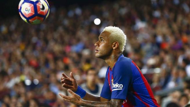 <p>Es el único jugador que aparece dos veces en el<em>ranking</em>. El crack brasileño llegó al Barcelona en el verano de 2013 y su precio siempre fue una incógnita. Las cifras han bailado desde los 19 millones de euros iniciales a los 57 que el club dijo después y hasta los 88,2 que terminó confirmando Bartomeu.</p>