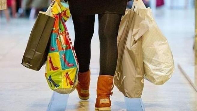 Mujer de compras, rebajas, compra, tiendas