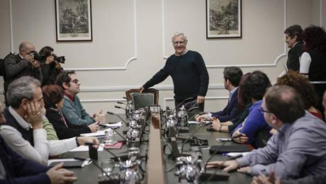 El alcalde de València, Joan Ribó, al inicio de la reunión con las entidades ciudadanas para abordar la movilidad.