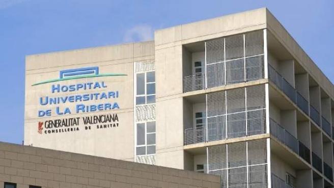 Imagen de archivo del Hospital de la Ribera, ubicado en la localidad valenciana de Alzira.