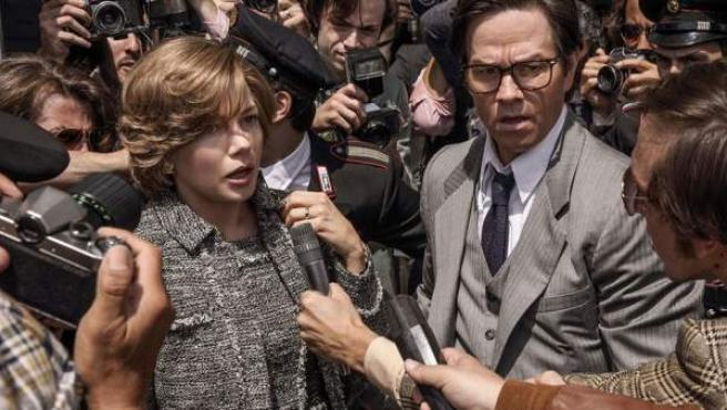 Michelle Williams y Mark Wahlberg, en 'Todo el dinero del mundo'.