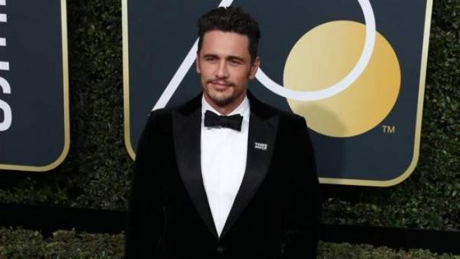 El actor estadounidense James Franco posa a su llegada a la 75 edición de los Globos de Oro en el Hotel Beverly Hilton, en Beverly Hills, California (EE UU).