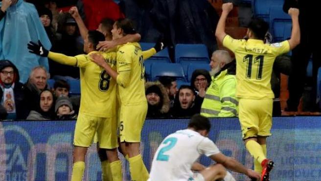 Los jugadores del Villarreal celebran el gol de Fornals en el Bernabéu.