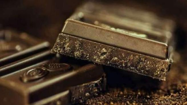 Dos onzas de chocolate negro.