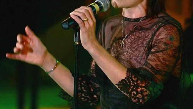 Dolores O' Riordan, durante una actuación.