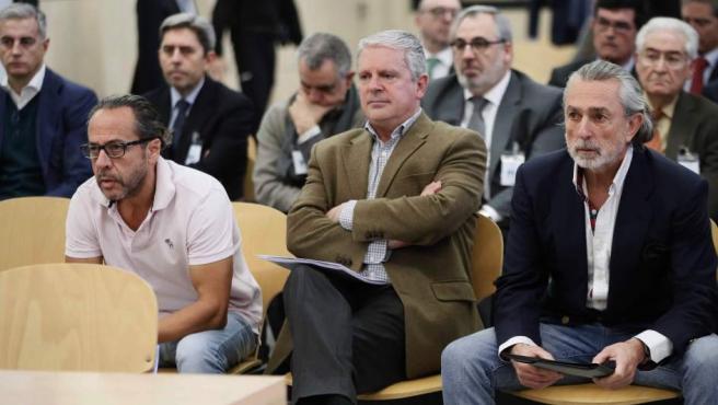 Vista del banquillo de los acusados, con los cabecillas de la red Gürtel y, detras, empresarios y políticos del PP valenciano.