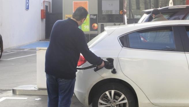El consumo medio del coche en la ciudad supera en un 30 % al gasto en carretera.