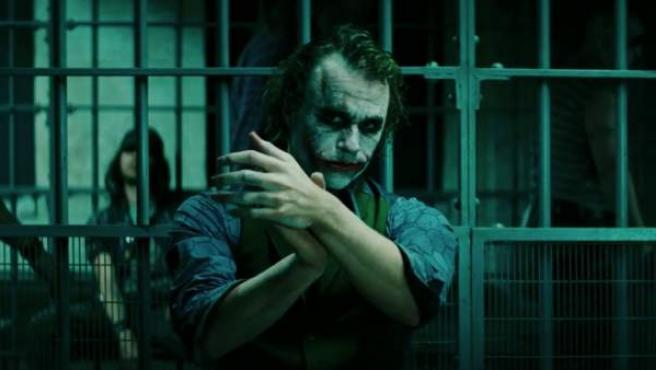 Heath Ledger caracterizado como el Joker en 'El caballero oscuro'
