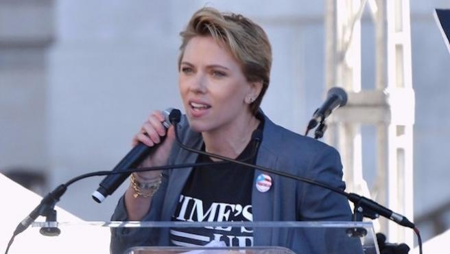 """""""Devuélveme mi pin, James Franco"""". Scarlett Johansson sobre las acusaciones de acoso"""