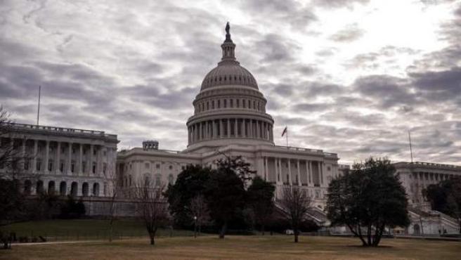 El Capitolio, el edificio que alberga las dos cámaras del Congreso de los Estados Unidos (la Cámara de Representantes, en el ala sur, y el Senado, en el ala norte), en Washington DC.