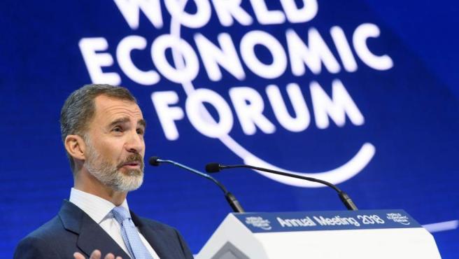 El rey participa en un panel de la 48 edición del Foro de Davos hoy, 24 de enero de 2018, en Davos (Suiza).