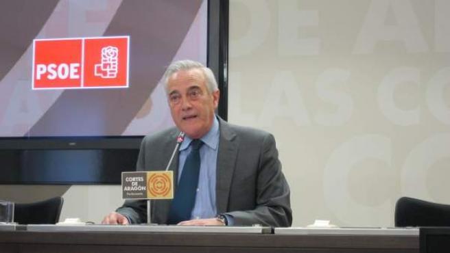 El portavoz del PSOE en las Cortes, Javier Sada, hoy en rueda de prensa