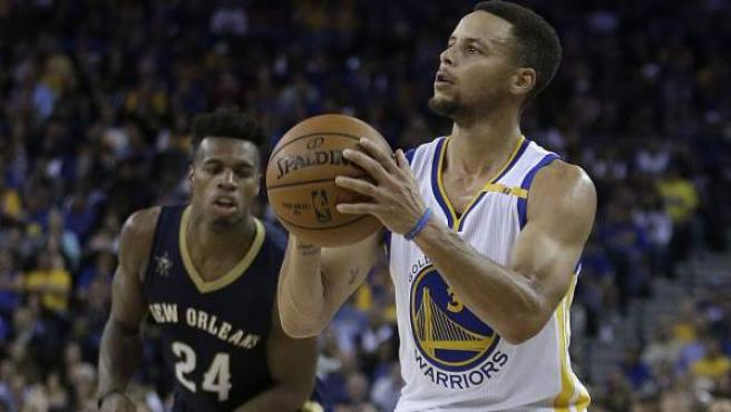 Stephen Curry, de los Golden State Warriors, durante un partido contra los Pelicans de Nuerva Orleans.