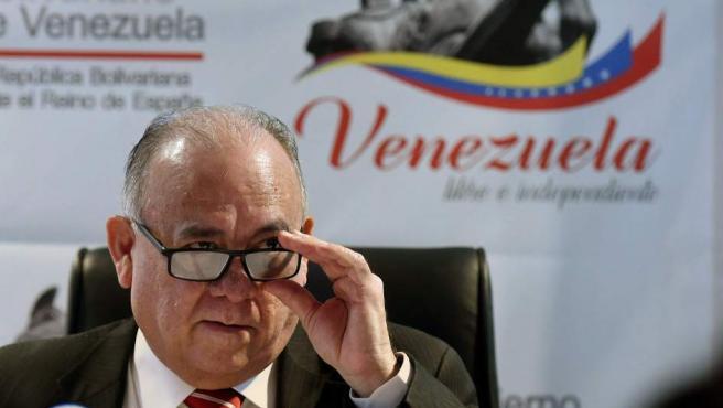 Fotografía de archivo de junio de 2017 del embajador de Venezuela en España, Mario Isea.