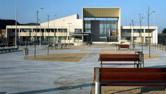 Fachada Principal Y Plaza Del Ayuntamiento De Cuarte De Huerva