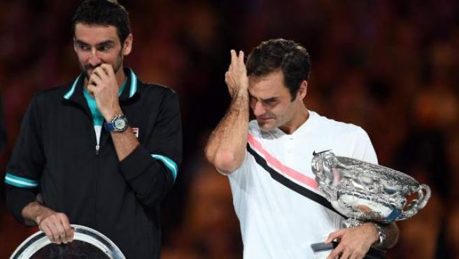 Roger Federer llora tras ganar el Open de Australia ante Marin Cilic.