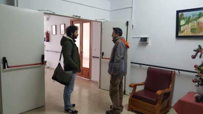 Visita de Julián Moreno a la residencia de mayores de Cazalla