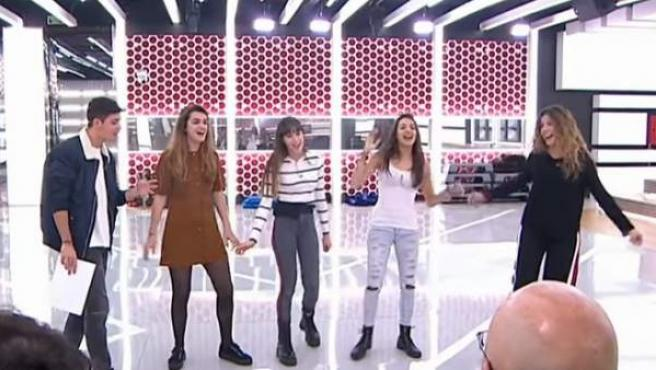 Los finalistas de 'OT 2017', en el segundo pase de micros previo a la gala de candidatos a Eurovisión.