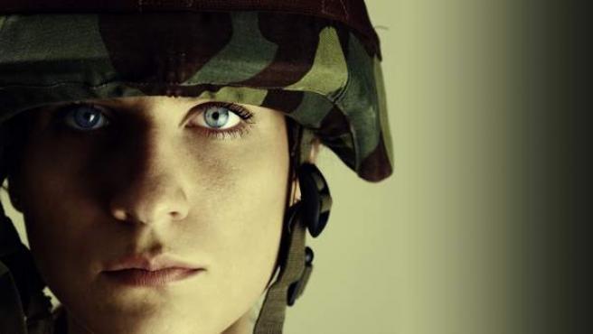 Imagen de archivo de una mujer soldado del ejército.