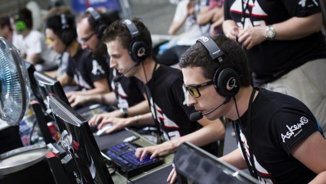 Jugadores de 'eSports', en plena partida.