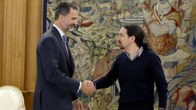 Pablo Iglesias, con el rey Felipe VI en la ronda de contactos para formar Gobierno en octubre de 2016.