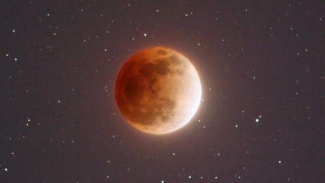Imagen de una superluna de sangre.