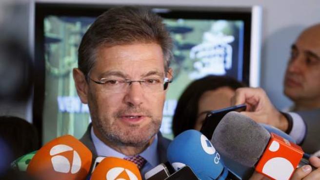 El ministro de Justicia, Rafael Catalá, contesta a las preguntas de los periodistas.